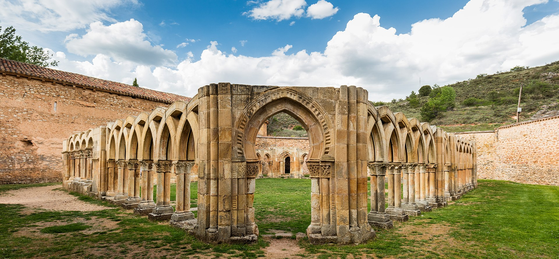 Arcos del claustro del Monasterio de San Juan de Duero