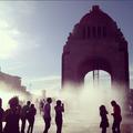 Monumento a la Revolución y fuente.png