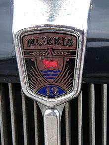 Morris 12 series III Sixlite Saloon radiator badge (14428450675).jpg