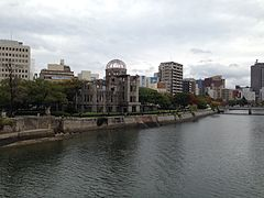 Motoyasugawa River and Atomic Bomb Dome.JPG