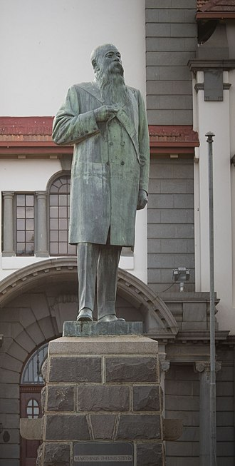 Martinus Theunis Steyn - Statue of MT Steyn in front of the main building at the University of the Free State