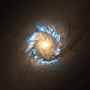 NGC 1097 - Image: NGC 1097 center Hubble