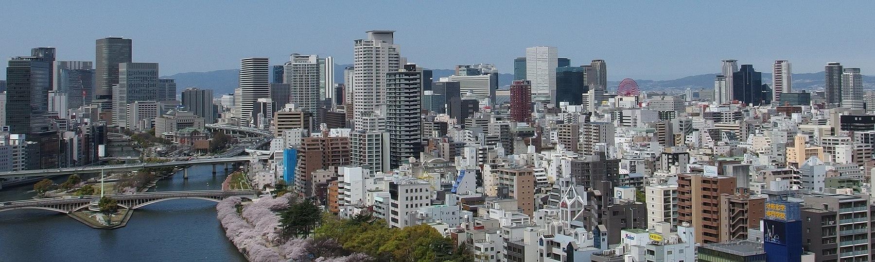 Nakanoshima and Umeda Skyscrapers in 201504 001.jpg
