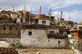 Nako-06-Dorf mit Gebetsfahnen-gje.jpg