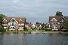 Новые квартиры в Bourne End - geograph.org.uk - 948318.jpg