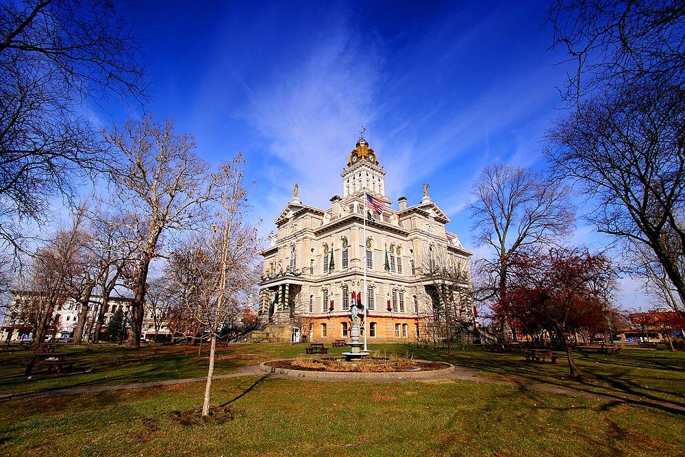 The population density of Newark in Ohio is 840.37 people per square kilometer (2176.81 / sq mi)