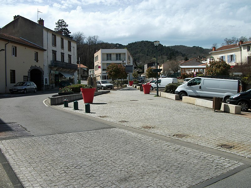 Place de la Farge in Nohanent