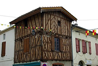 Gontaud-de-Nogaret - A half-timbered house in Gontaud-de-Nogaret