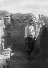 Osman med hacka. Idalion. utgrävning - SMVK - C00878.tif