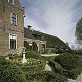 Overzicht achterzijde borg met tuinaanleg - Den Ham - 20386569 - RCE.jpg