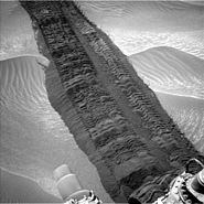PIA18590-MarsCuriosityRover-HiddenValleyTracks-20140804
