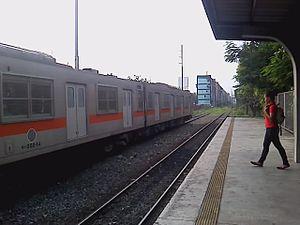 Vito Cruz railway station - Image: PNR EMU 203 VTC