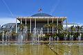 Palau de la Música de València i font.JPG