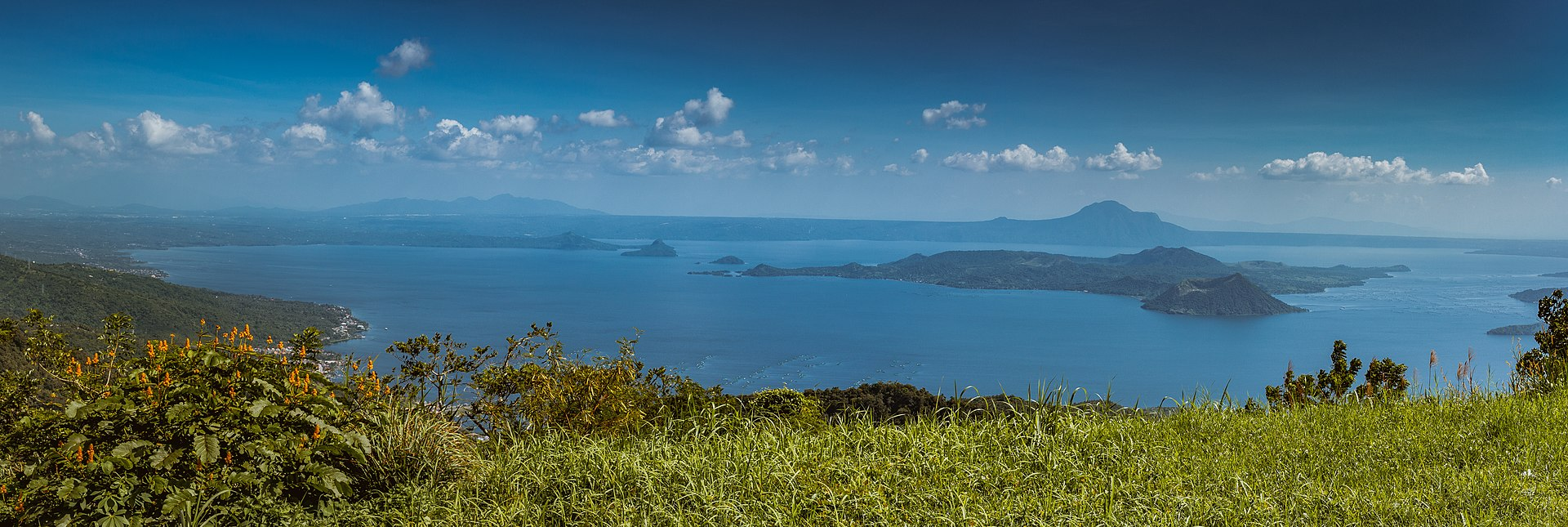 Panorama of Lake Taal & Volcano, Philippines.jpg