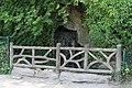 Parc des Buttes-Chaumont, avenue de la Cascade, cascade 03.jpg