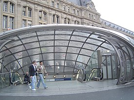 Paris metro3 - st lazare - entrance.jpg