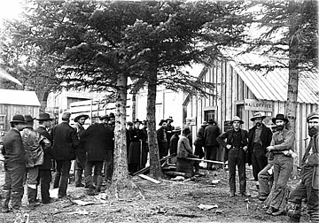 People lined up outside the post office in Dyea, waiting to pick up mail, ca 1898 (WARNER 417).jpeg