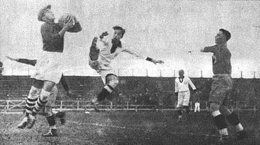 Romania playing against Peru at the 1930 World Cup in Uruguay. Perurumania1930.JPG