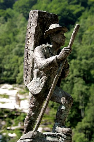 Zwischbergen - Smuggler statue in Gondo