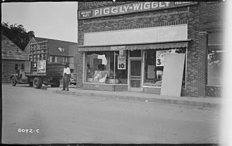 Crossville, Tennessee - 1939 photo of Crossville's Piggly Wiggly, which at the time was located at the corner of Main and 2nd