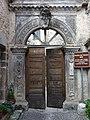Portale dei Tolomei - ingresso del Comune - panoramio.jpg