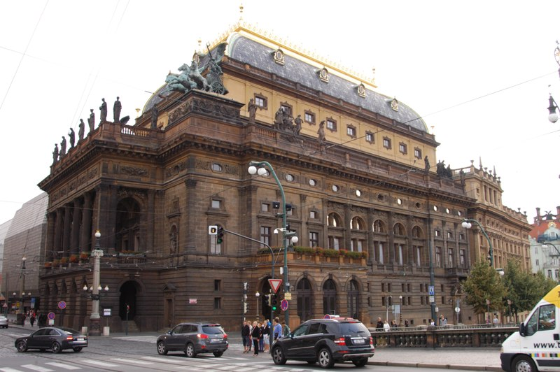 File:Praga Teatro Nacional.tiff