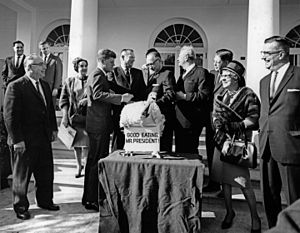 National Thanksgiving Turkey Presentation - Image: President John F. Kennedy receives the 16th White House Thanksgiving Turkey 1963