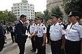 Presidente del Gobierno saluda policias en Acto Homenaje 17A.jpg