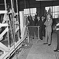 Prins Bernhard Glasfabriek De Maas te Tiel geopend, per treintje over het enor, Bestanddeelnr 916-5209.jpg