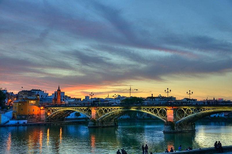 File:Puente de Triana 4.jpg