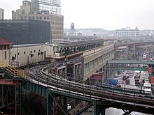 Queens Plaza station 5BBT jeh.JPG