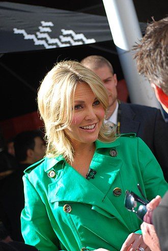 Georgie Gardner - Gardner chatting with customers at the Bourke Street Mall