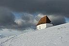 Raschötzer Kapelle über St. Ulrich in Gröden im Winter.jpg