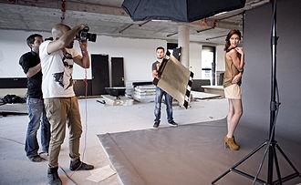 Photo shoot - Image: Rebecca Mir wird von dem Mode Fotograf Alexander Palacios in Frankfurt fotografiert