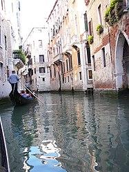Rio San Luca, Venezia.jpg