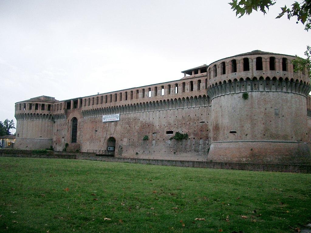 1024px-Rocca_Sforzesca_-_Imola Bologna e dintorni da scoprire in auto