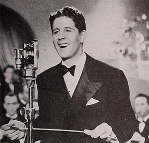 Sweet Music - Rudy Vallée sings and conducts his band, The Connecticut Yankees, in the film
