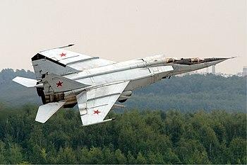 English: Russian Air Force MiG-25PU. Français ...