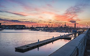 Sète harbour sunrise 02.jpg