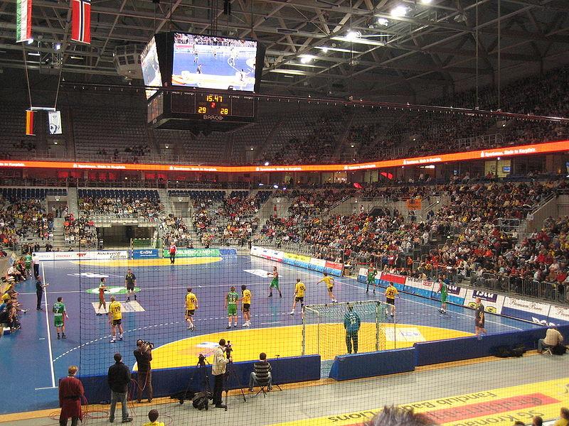 File:SAP-Arena - SC Magdeburg im Angriff.JPG