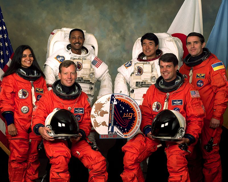 https://upload.wikimedia.org/wikipedia/commons/thumb/a/a4/STS-87_crew_1.jpg/800px-STS-87_crew_1.jpg