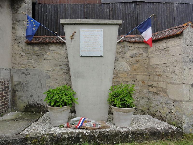Sainte-Croix (Aisne) monument aux morts