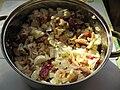 Salát s čínským zelím, kuřecím masem, červenou čekankou, vajíčky na tvrdo a krevetkami (3).jpg