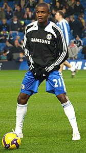 Salomon Kalou warming up for Chelsea.jpg
