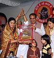 Sameeksha Gupta and Shivraj Singh Chouhan, Nov 2013.jpg