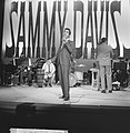Sammy Davis Jr tijdens optreden in theater Carre, Bestanddeelnr 916-2026.jpg