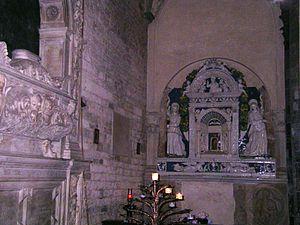 Santi Apostoli, Florence - The tabernacle by Giovanni della Robbia and the tomb of Oddo Altoviti.