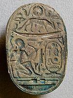 Scarabée portant le nom de couronnement de Ramsès II : « La justice de Rê est puissante, L'élu de Rê »