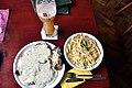 Schnitzel med roquefortsauce, spätzle og bananhvedeøl (7336324090).jpg