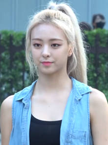 Shin Yu-na going to a Music Bank recording on August 8, 2019.png